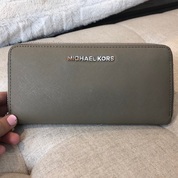 Michael Kors Handbags - Michael kors continental zip wallet